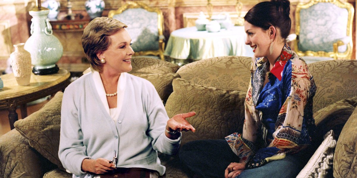 Julie Andrews and Anne Hathaway in The Princess Diaries 2: Royal Engagement