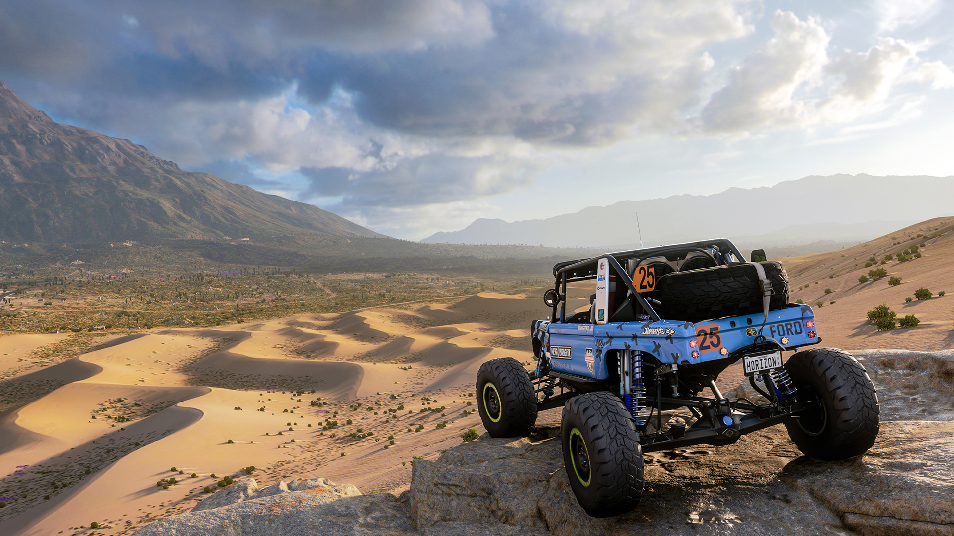 A car looks out on the desert in Forza Horizon 5