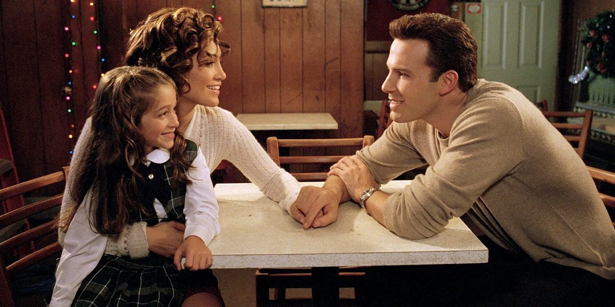 Jennifer Lopez and Ben Affleck holding hands in Jersey Girl