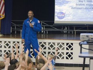 Astronaut Leland Melvin speaks with a class of elementary school students in 2008.