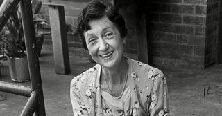 Vivean Gray, Mrs Mangel