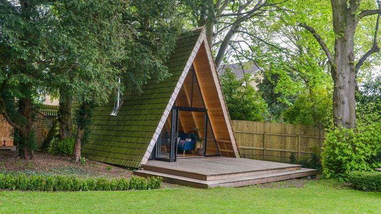 triangular summerhouse cabine