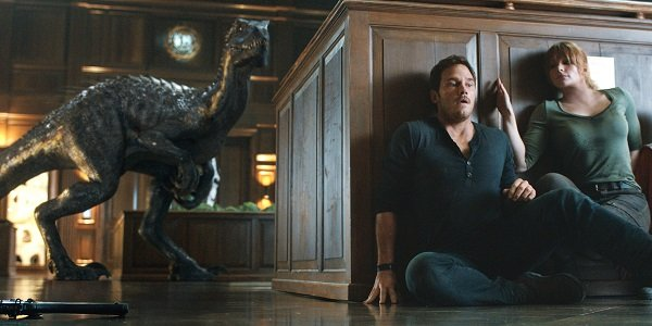 Chris Pratt and Bryce Dallas Howard as Owen and Claire hiding from a dino in Jurassic World: Fallen