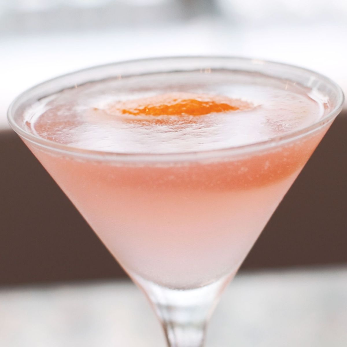 Find out how to make a perfect cosmopolitan cocktail with our easy recipe