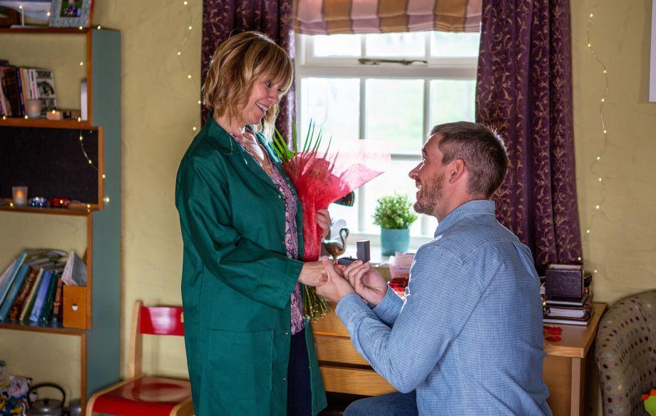 Emmerdale Pete proposes Rhona
