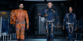 Lost In Space Actor Reveals Netflix Is Really Hands Off, Despite The Big Budget