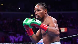 Shawn Porter puts his gloves up at the start of a fight