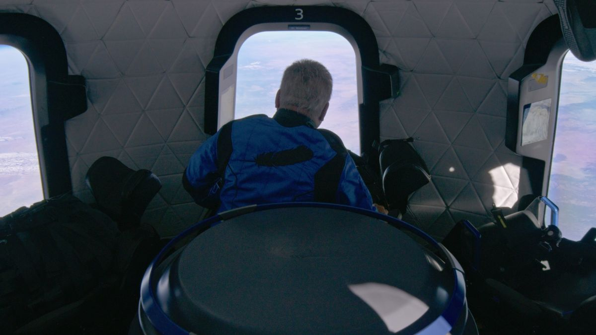 William Shatner says Earth looked 'so fragile' from space on Blue Origin flight (video)
