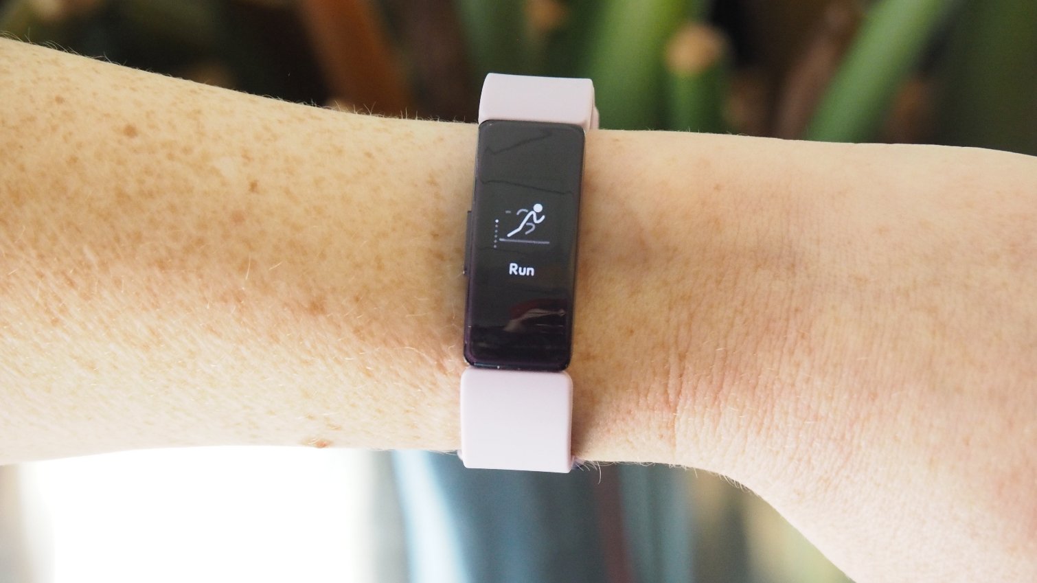 Fitbit Inspire Hr Review The Best Budget Fitness Band For