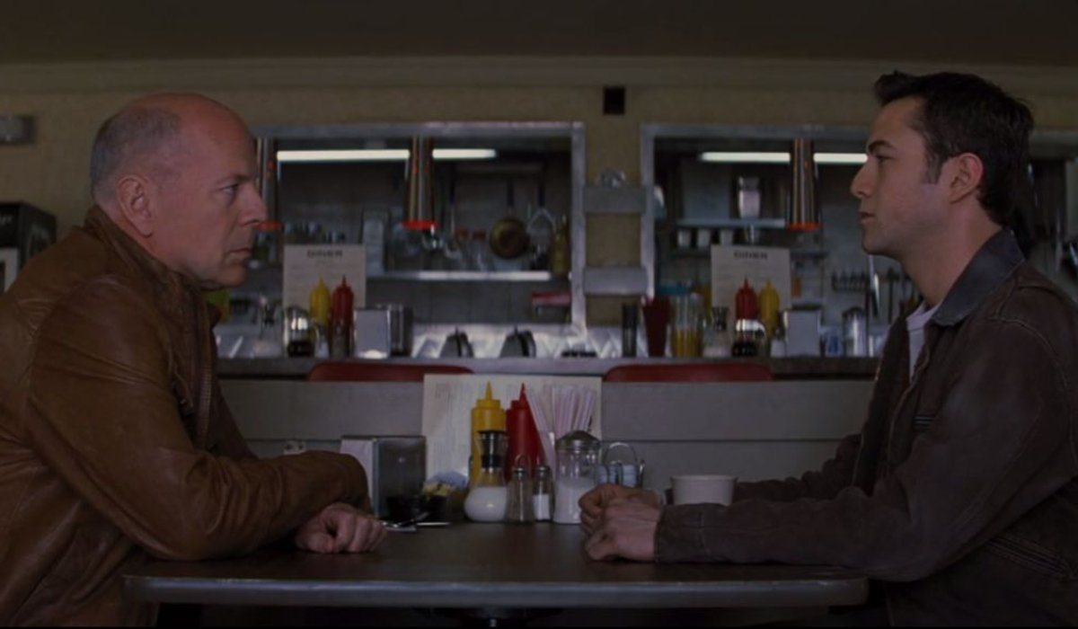 Looper Bruce Willis and Joseph Gordon-Levitt talking at the diner