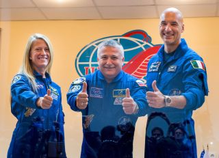 Expedition 36 Crew Gives Thumbs Up