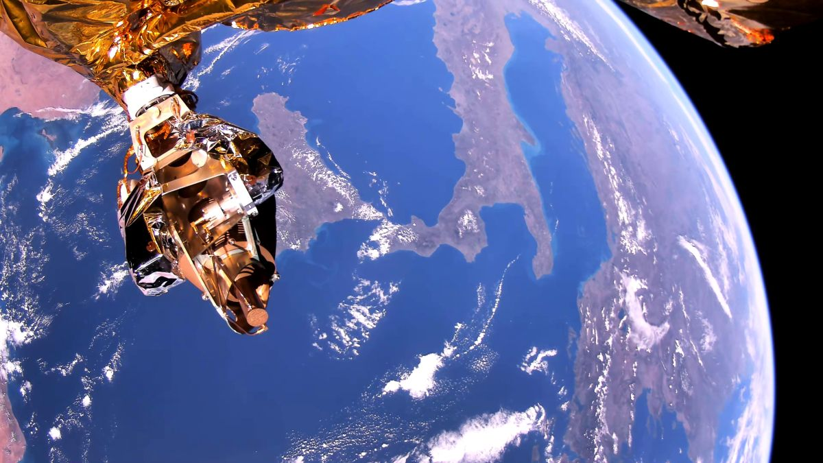 Video from space: Companies sign deal to launch 1st 'EarthTV' satellite in 2021 - Space.com