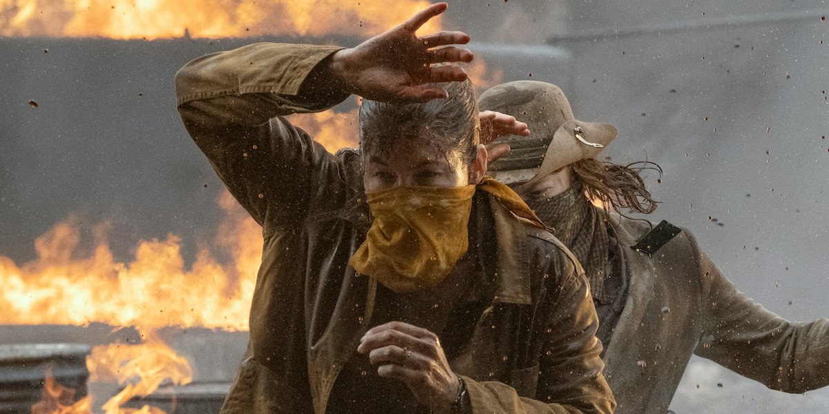 fear the walking dead june and virginia walking through oil fire