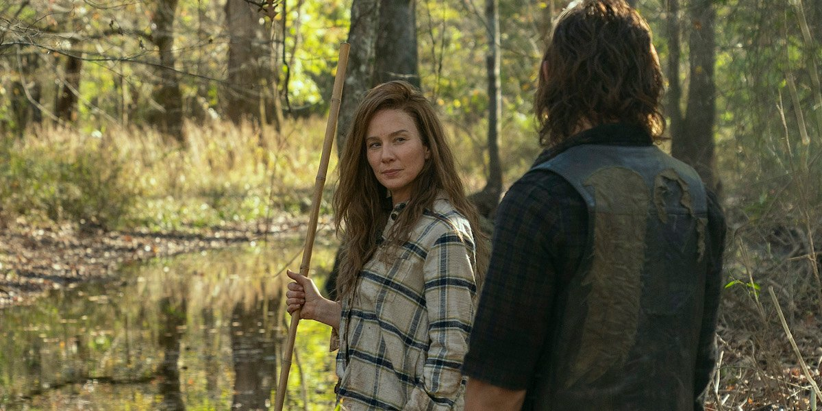 leah and daryl fishing on the walking dead season 10
