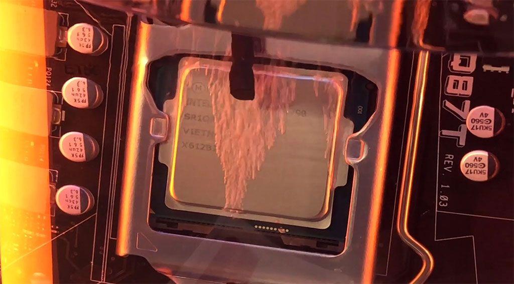 Watch 3M dunk an Intel PC inside a vat of liquid to keep it cool