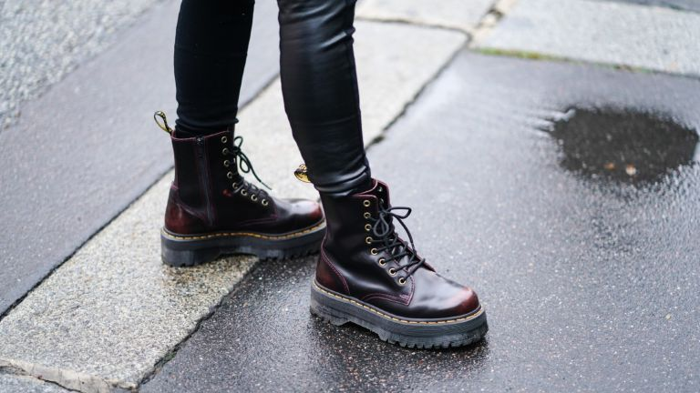 Doc Martens outfits worn with leather leggings