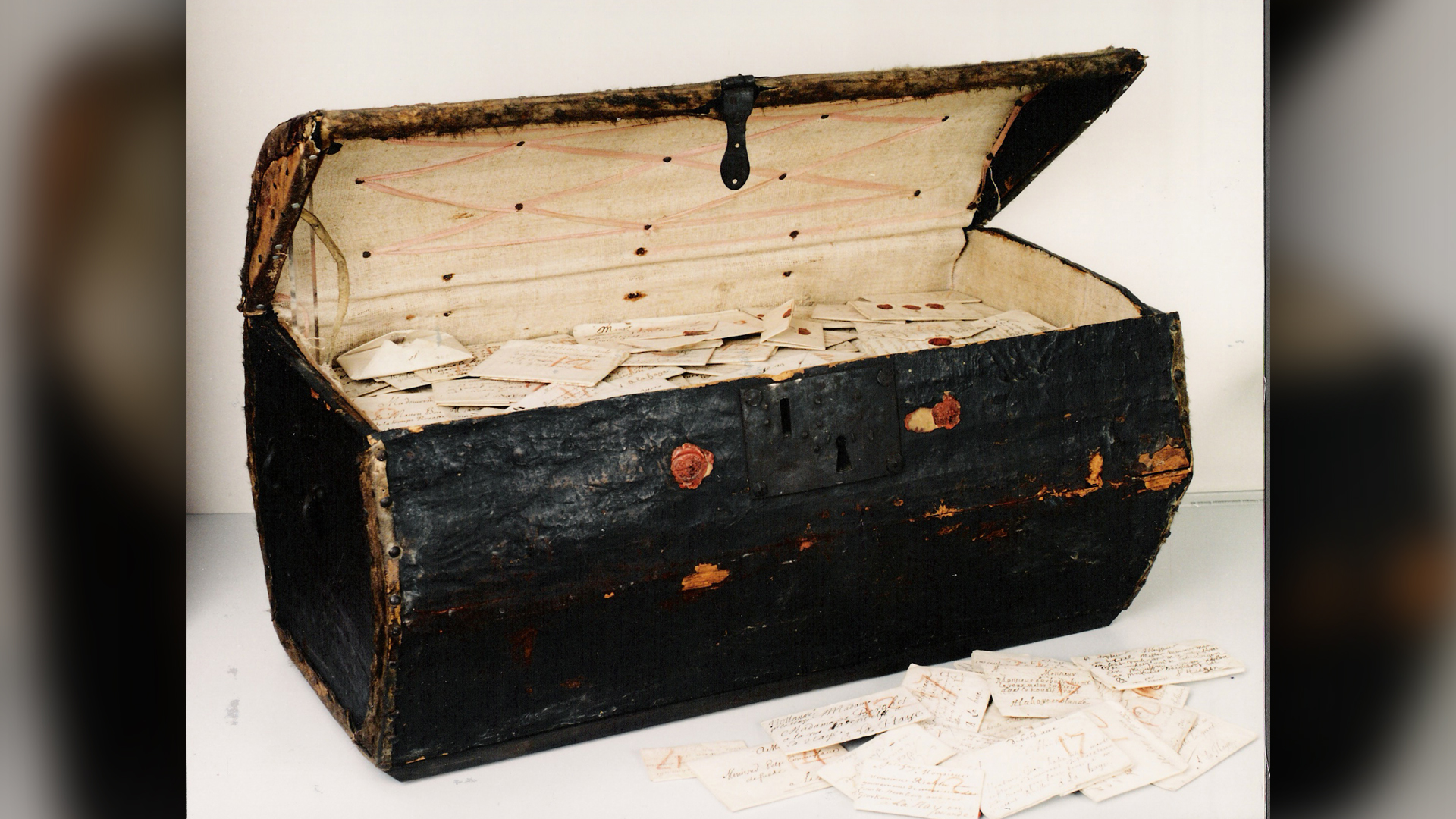 A seventeenth-century trunk that was bequeathed to the Dutch postal museum in the Hague contained thousands of letters that were sent from all over Europe and were never delivered.