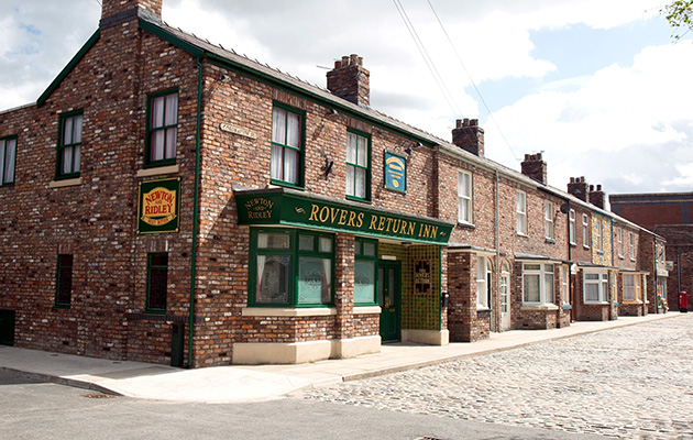 Shock death in Coronation Street as legendary character asked to identify body