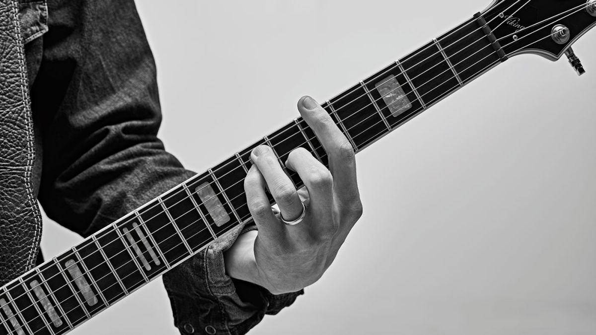 How to improve your fret-hand muting on guitar