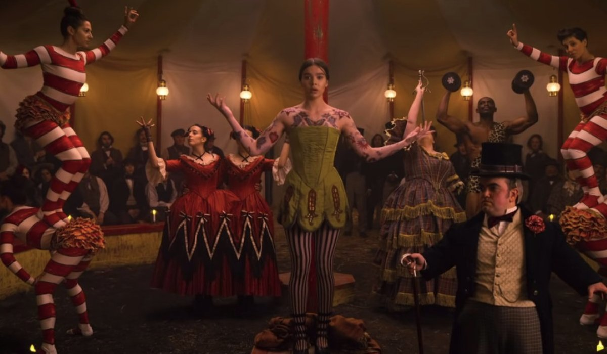 Dickinson Hailee Steinfeld confused in the middle of an entire circus