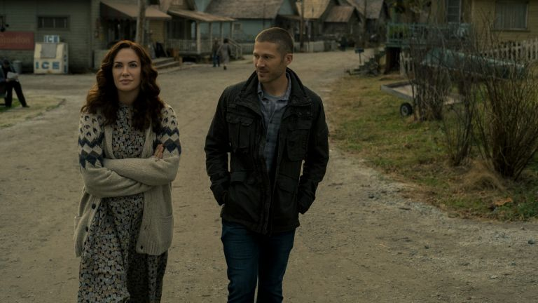 MIDNIGHT MASS (L to R) KATE SIEGEL as ERIN GREENE and ZACH GILFORD as RILEY FLYNN in episode 101 of MIDNIGHT MASS