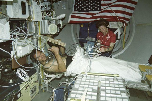 هوافضا-جراحی در فضا-فضانوردان-سازمانهای فضایی-فضانوردان آینده باید جراحی را در فضا با کمک روباتهای پزشکی انجام دهند