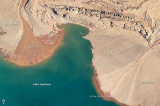 ayakum-lake-deltas-110509-02
