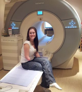 amputee in mri scanner