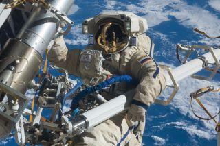 Anton Shkaplerov spacewalk 2012