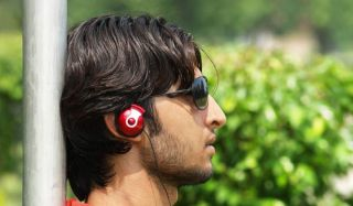 earphones-teen-100824-02