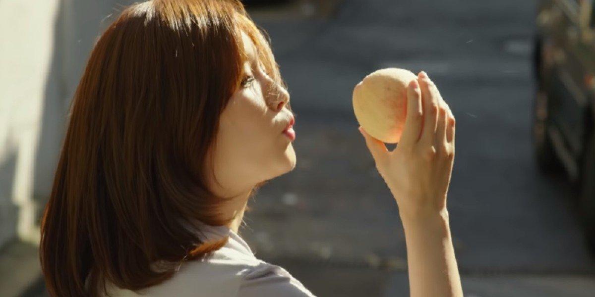 A Peachy Scene in Parasite