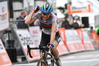 Anna van der Breggen wins La Fleche Wallonne Feminine (Getty Images)