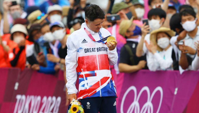 Tom Pidcock celebrates his Olympic gold