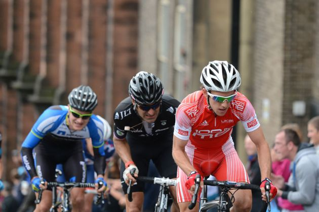 Simon Yates in second group, British road race national championships 2013