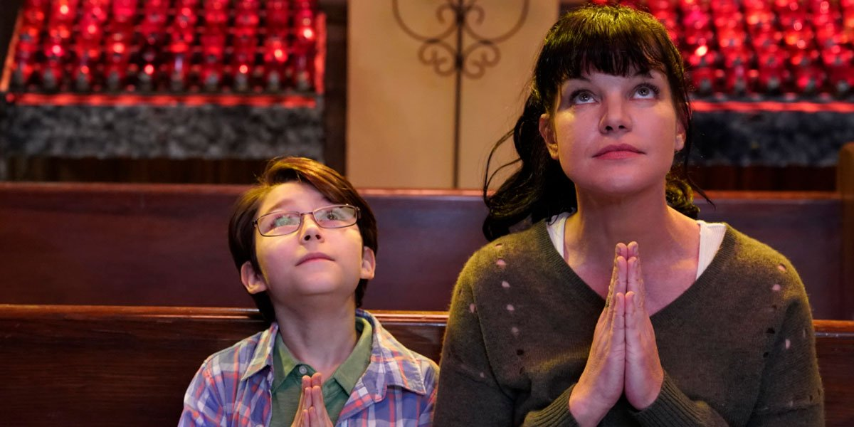 "Pauley Perrette praying in Broke's ""Losing My Religion"""
