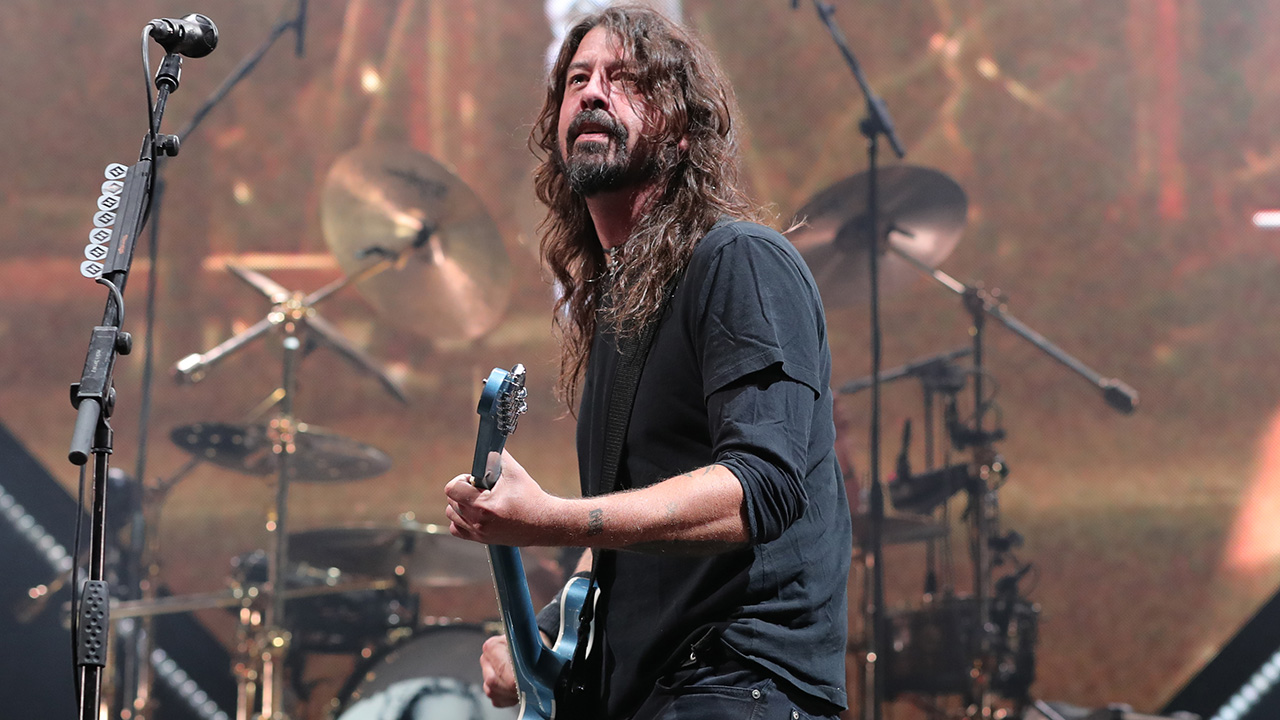 Foo Fighters leader Dave Grohl undergoes arm surgery