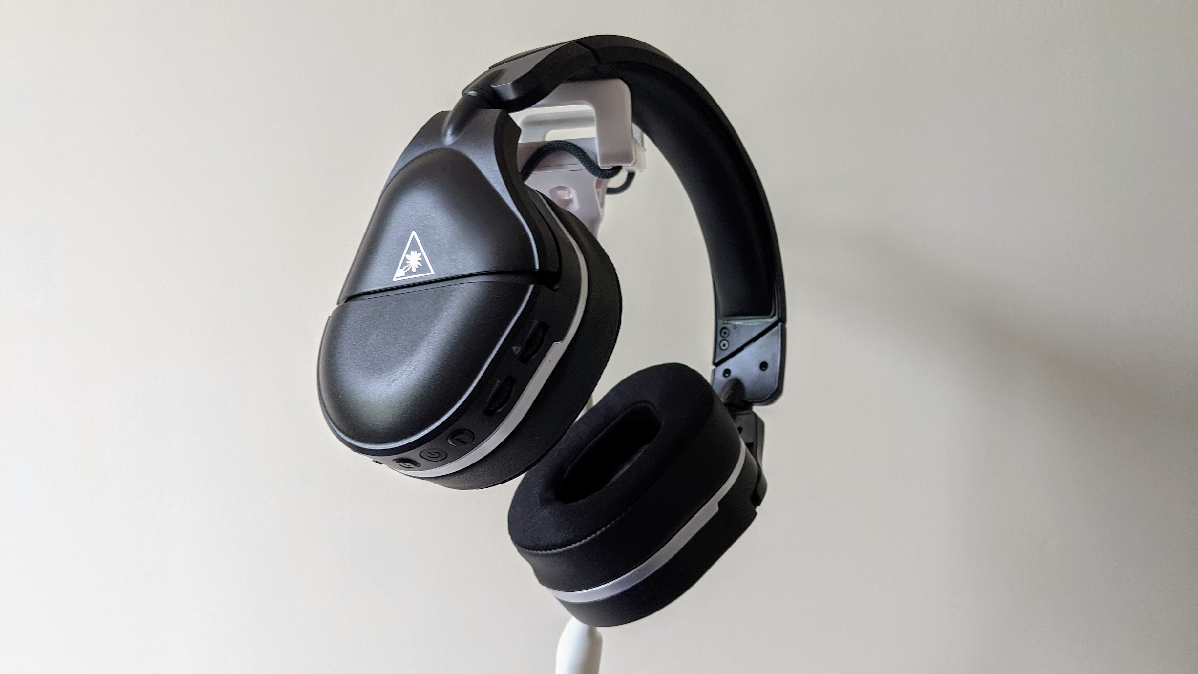 The Turtle Beach Stealth 700 Gen 2 design is simple and sophisticated