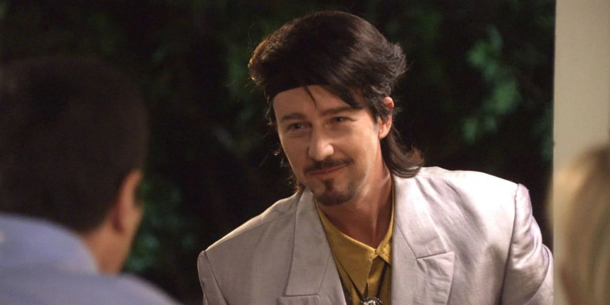 Edward Norton as Izzy showing up to the Dunphy's house in Modern Family.
