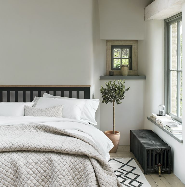 farmhouse bedrooms with layered bedding and accessories