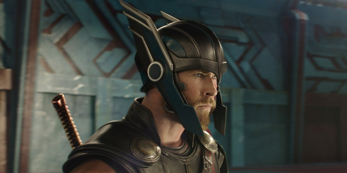 Thor (Chris Hemsworth) prepares for battle in Thor: Ragnarok (2017)