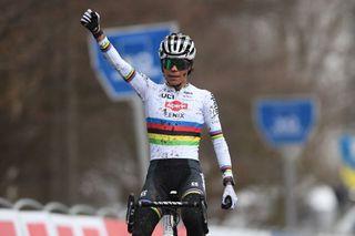 Ceylin Alvarado (Alpecin-Fenix) wins in Hamme