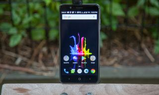 ZTE Blade Z Max Hands-on: 6-inch Screen, Dual Cameras for
