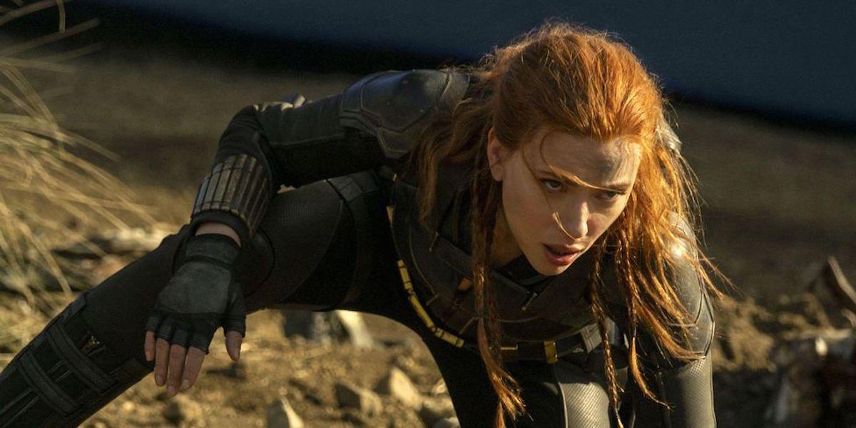 Black Widow pose Scarlett Johansson