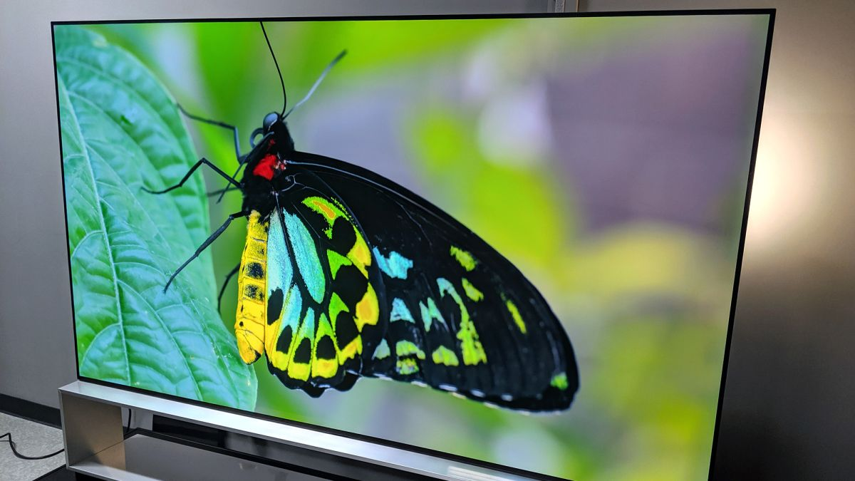 LG's 88-Inch Z9 8K OLED TV Is Jaw-Dropping