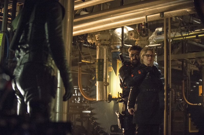 Arrow Season 2 Finale Trailer And Photos Show Heroes, Tension And Big Trouble For... #31259