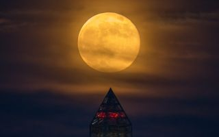 Supermoon Over Washington Monument space wallpaper