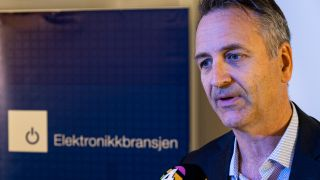 Jan Røsholm i Elektronikkbransjen under et radiointervju
