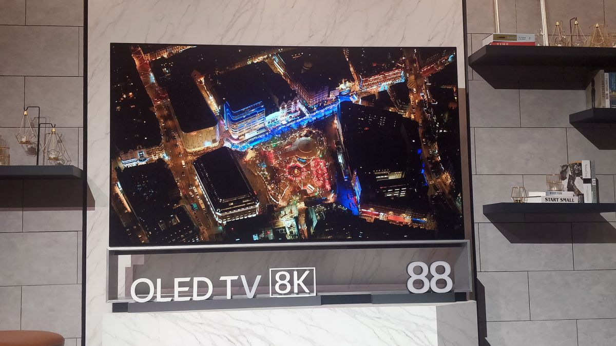 LG unveils rollable Signature OLED TV R at CES 2019 | What