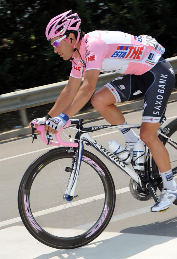 Pozzato gives italy their first stage win of the giro for Richie porte cyclist