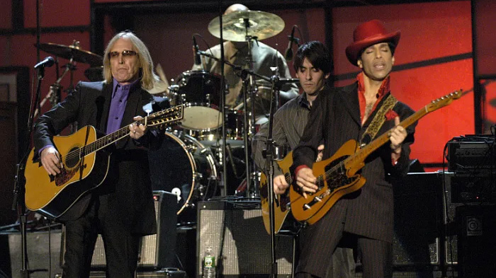 """Tom Petty and Others Tell the Story Behind Prince's """"While My Guitar Gently Weeps"""" Solo 